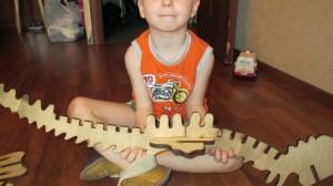"""Сборка игрушки """"динозавр из фанеры"""""""
