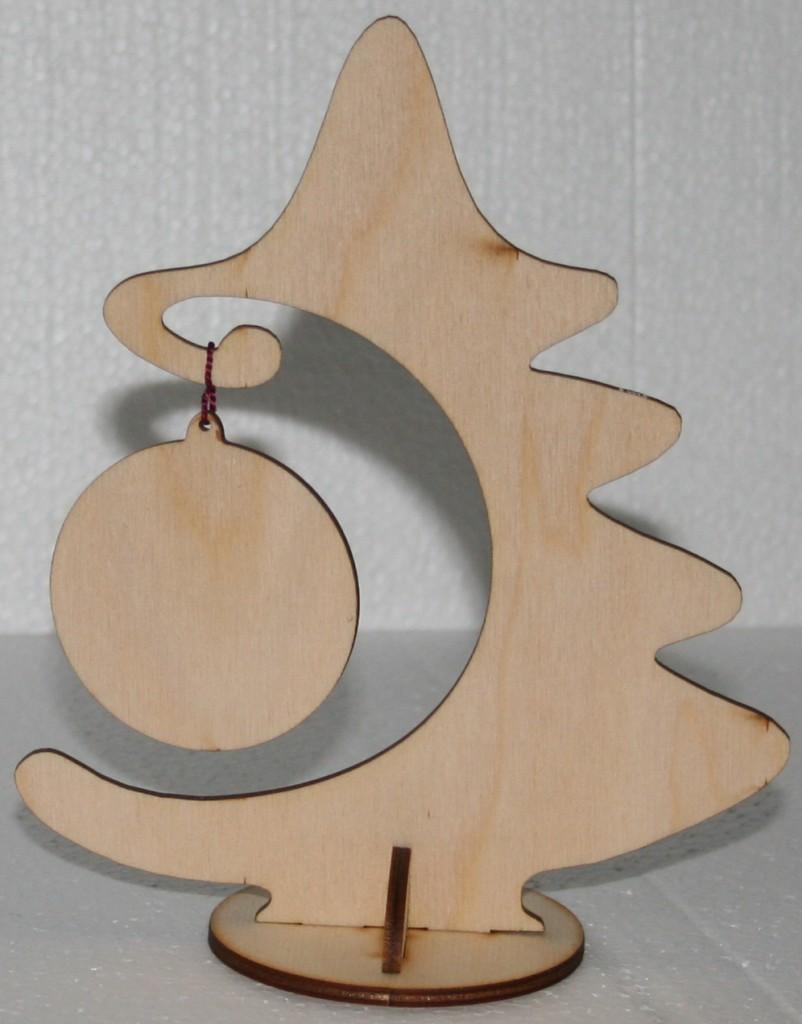 елка с игрушкой