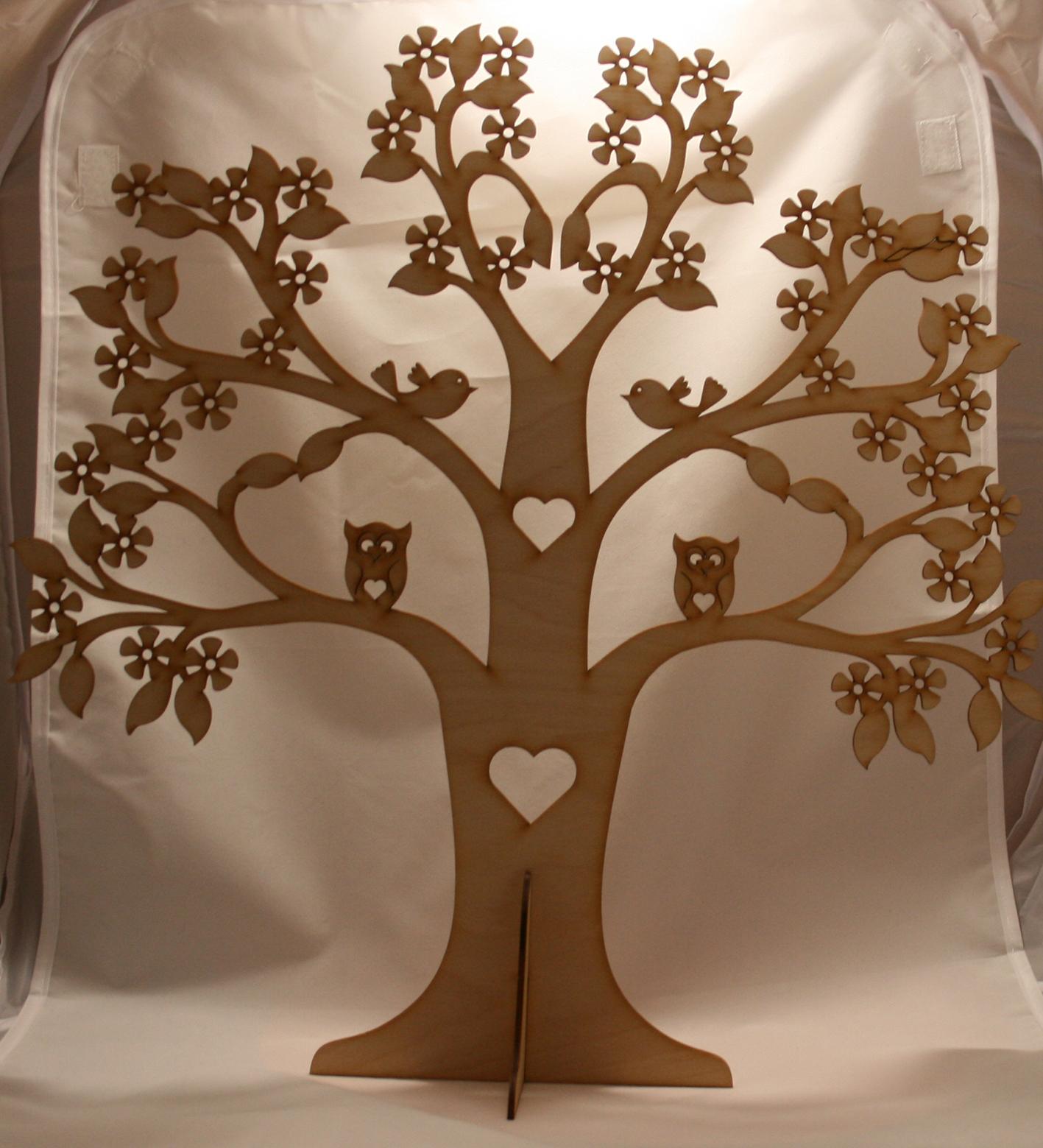Фанерное дерево – это своего рода декоративное украшение. Только большого размера. Подобные изделия изготавливаются из березовой фанеры, толщина которой зависит от пожелания заказчика. Так же как и размер самого дерева. Есть несколько видов деревьев, которое будут украшением интерьера. Все изделия, выполненные из фанеры можно красить без предварительной подготовки изделия к покраске. Фанерное дерево, как правило изготавливается без дополнительных элементов на не. Только ветки. В данном случае на деревьях присутствуют птицы, а на кроне дерева есть сквозные отверстия в виде фигур. Фанерное дерево, большое или маленькое, подразумевает возможность его украсить, повесив на ветки, не большие и не тяжелые предметы. Это придаст дереву дополнительную красоту. Все изделия из фанеры изготавливаются при помощи лазерной резки. Данная технология резки фанеры позволяет точно изготавливать изделия по предоставленным чертежам.