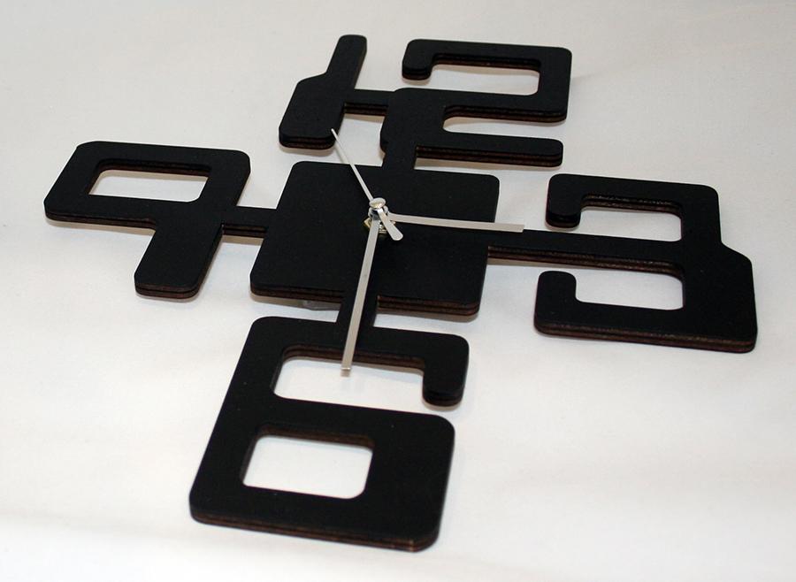 Часы из фанеры настенные